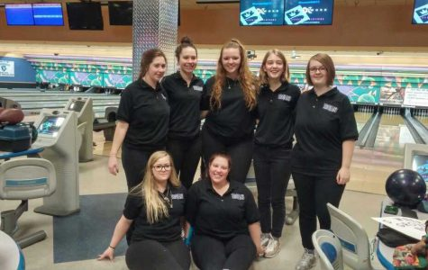 Girls' bowling team qualifies two individuals