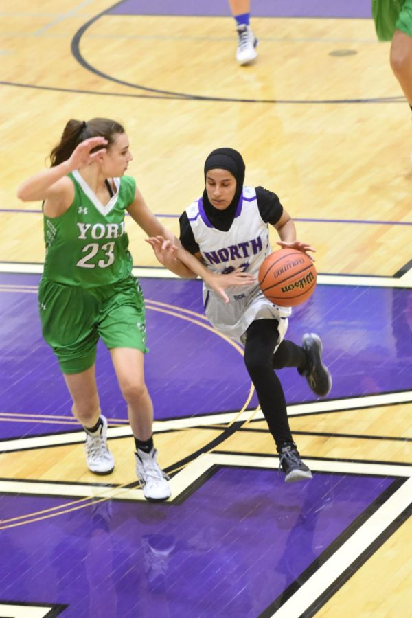 Hijab+doesn%27t+hold+athlete+back