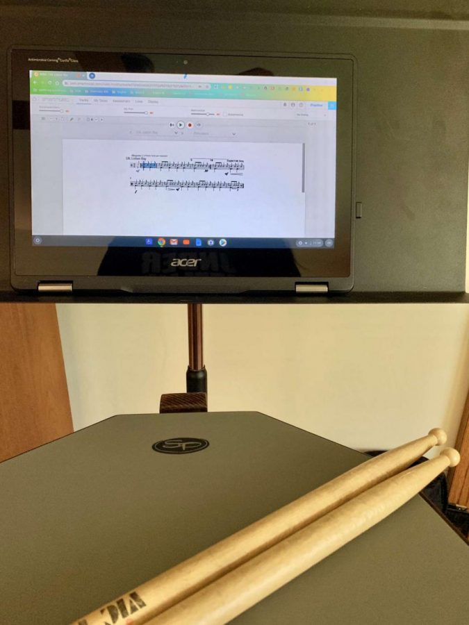 Practicing%3A+Sophomore+Mary+Kosowski+uses+SmartMusic+to+improve+drumming+skills.