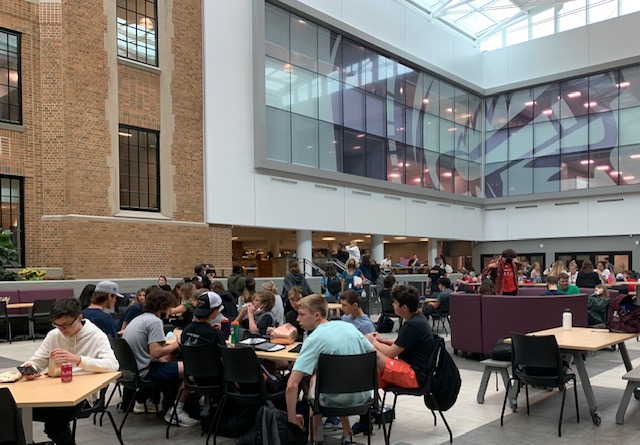 A DIFFERENT SCENE: Students socialize during a lunch period in the Learning Commons. The new area stands in contrast to the old cafeteria, with students now having more diverse seating options and a full 50-minute period to eat lunch.